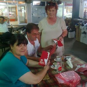 Делење летоци во Струга