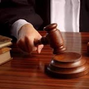 Sodnik obrazloži povzročitelju nasilja kako ravnati v prihodnje